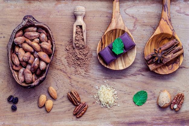 Dessert sfondo e menu design. ingredienti per la panetteria sul fondo di legno di teak.