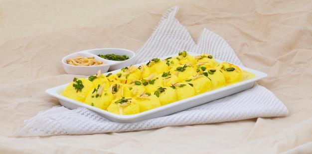 Dessert speciale tradizionale indiano ras malai