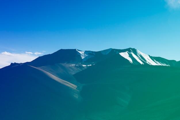 Destinazione indiana di viaggio di skyscape della montagna attraente