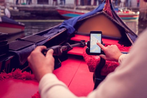 Determinare il percorso utilizzando un telefono cellulare