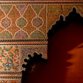 Dettagli architettonici del muro presso l'hotel la sultana, medina, marrakech, marocco