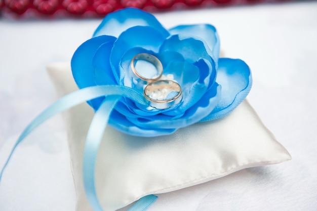 Dettagli del matrimonio - fedi nuziali come simbolo