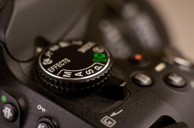 Dettagli della moderna fotocamera digitale slr