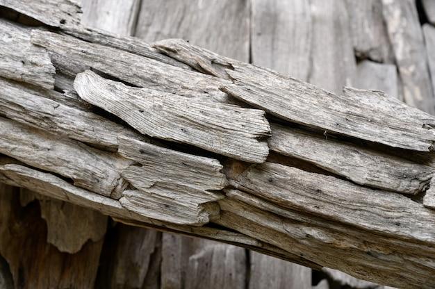 Dettagli in legno decorati