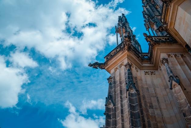 Dettaglio architettonico sulla cattedrale di san vito nel castello di praga