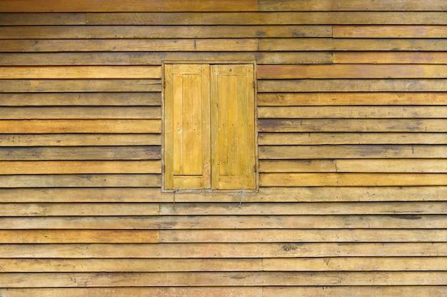 Dettaglio di struttura del fondo di vecchio stile tailandese della finestra di legno naturale.