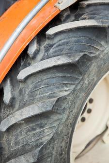 Dettaglio di un pneumatico utilizzato su un trattore agricolo