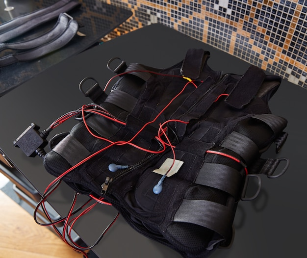 Dettaglio vestito per elettrostimolazione ems su nero