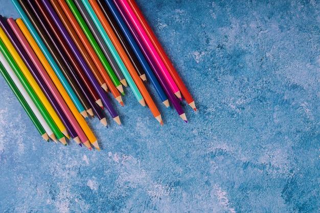 Di nuovo a scuola. art. matite arcobaleno
