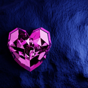 Diamante viola a forma di cuore su sfondo blu grezzo.