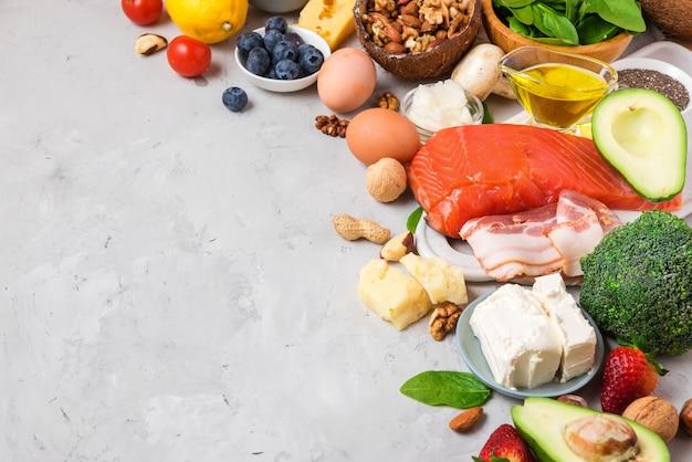Dieta chetogenica a basso contenuto di carboidrati per alimenti sani. prodotti ad alto contenuto di grassi