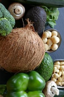 Dieta chetogenica verdure e noci per dieta a basso contenuto di carboidrati