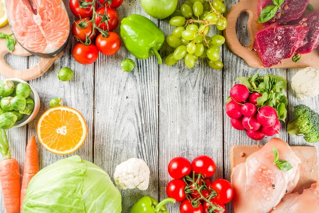 Dieta pegan alla moda, carne, uova, frutti di mare, latticini e varie verdure fresche