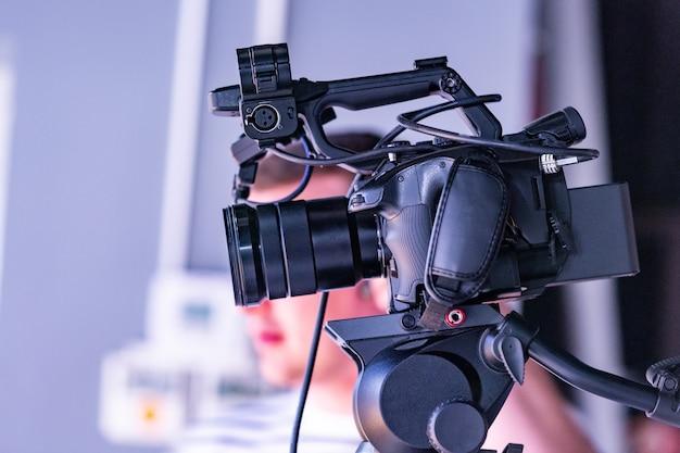 Dietro le quinte della produzione video o delle riprese video in studio