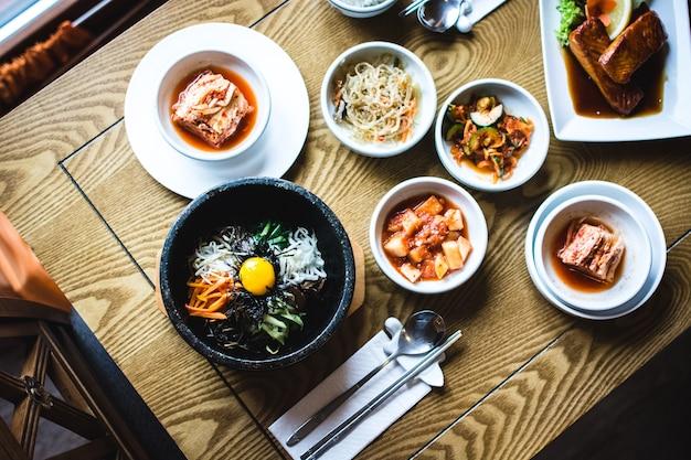 Dilettarsi con bibimbap, kimchi e altri piatti tradizionali coreani