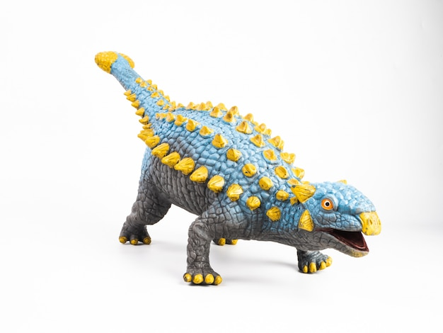 Dinosauro di ankylosaurus su bianco