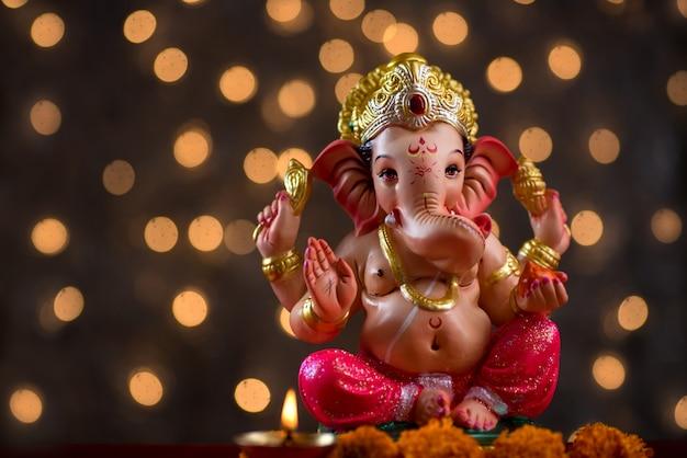 Dio indù ganesha su blured bokhe, ganesha idol.