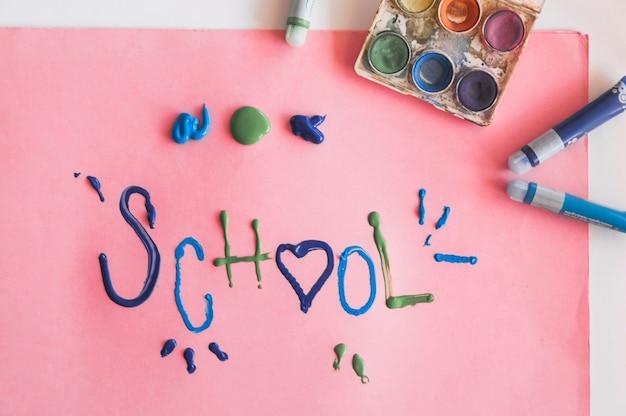 Dipingi vicino alla scrittura scolastica