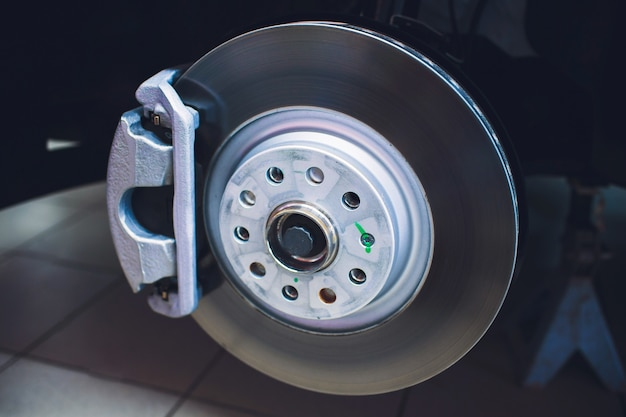 Disco del freno e dettaglio del mozzo della ruota