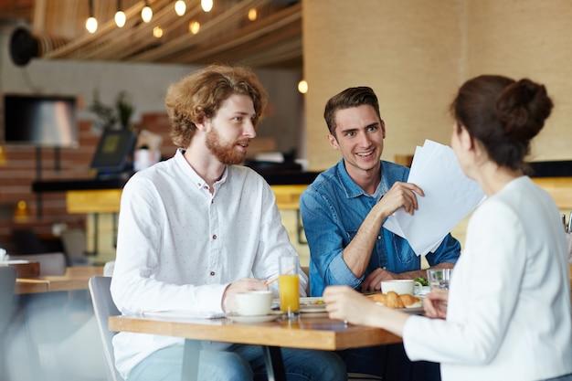 Discussione a pranzo