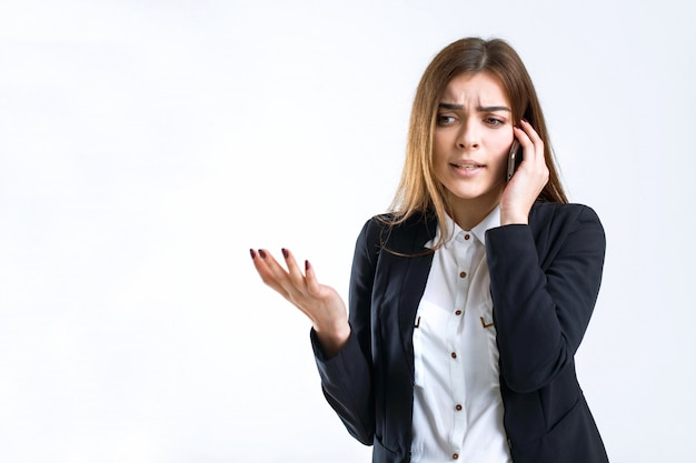 Discussione sul telefono aziendale stressata