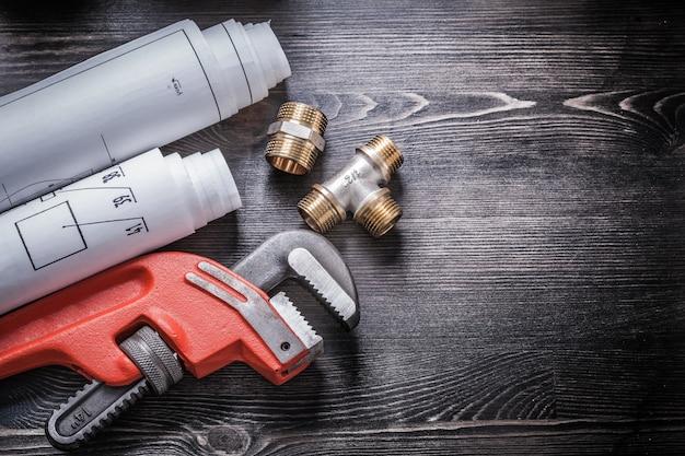 Disegni di costruzione arrotolati di impianti idraulici di rame chiave inglese