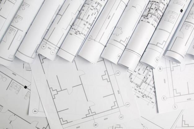Disegni e modello architettonici di carta. progetto di ingegneria