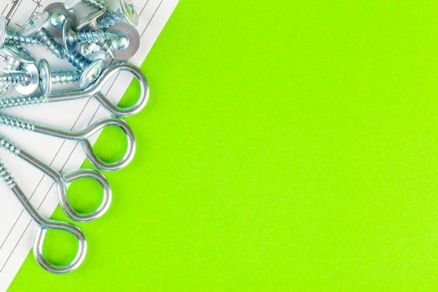 Disegni tecnici di bullone e dado. ingegneria, tecnologia e lavorazione dei metalli