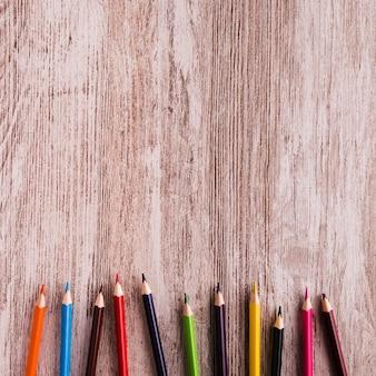 Disegno impostato su superficie di legno