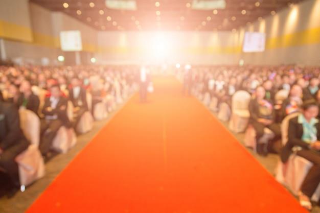 Disfocus del tappeto rosso nel tema della cerimonia di premiazione creativo.