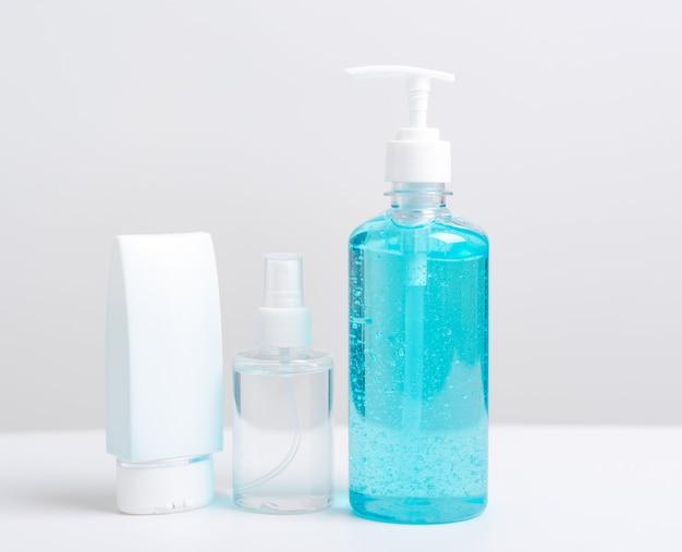 Disinfettante alcol pompa gel e flacone spray