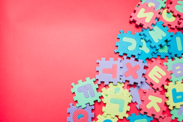 Disordinata disposizione di puzzle