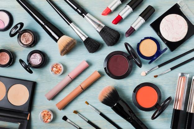 Disporre di un enorme set decorativo cosmetico