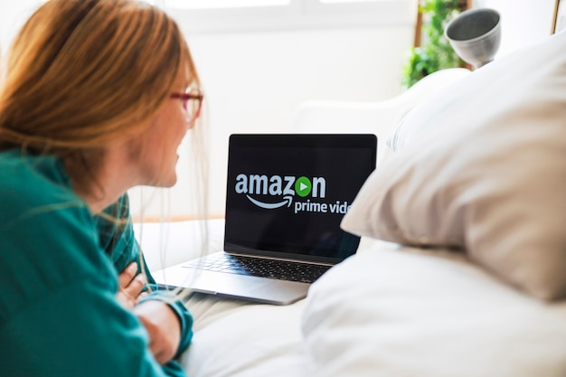 Dispositivo moderno con l'app video principale di amazon