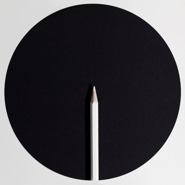 Disposizione a matita bianca vista dall'alto
