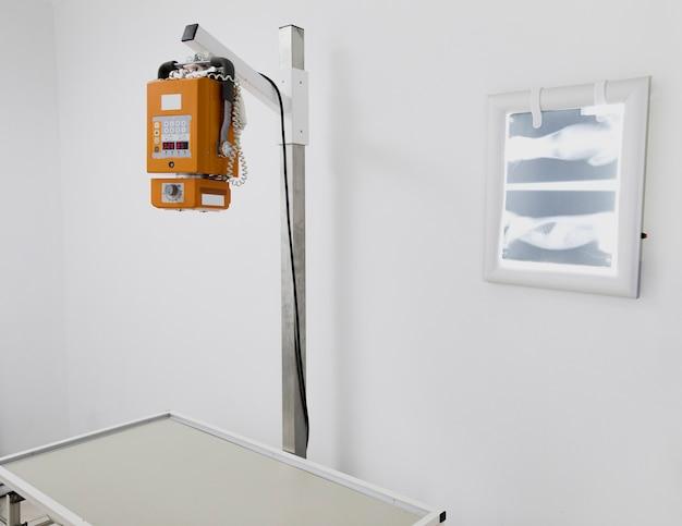 Disposizione con attrezzatura medica e radiografia