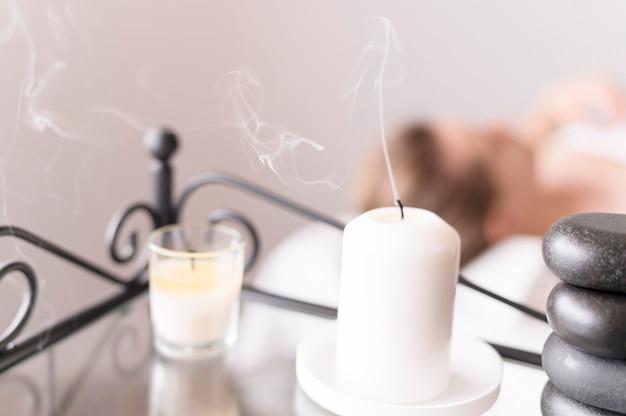 Disposizione con candela