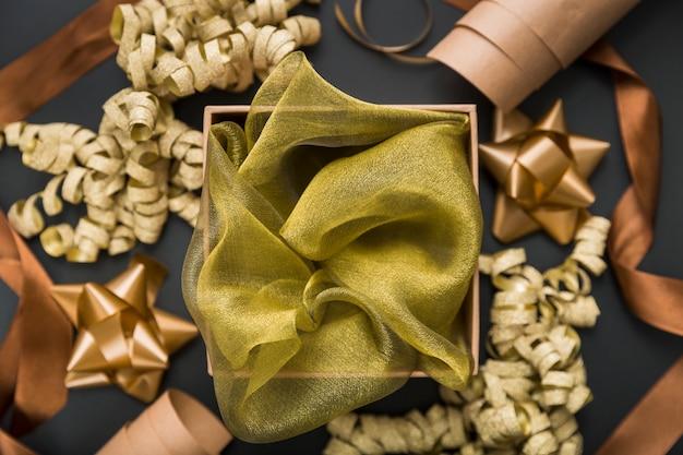 Disposizione confezione regalo piatta