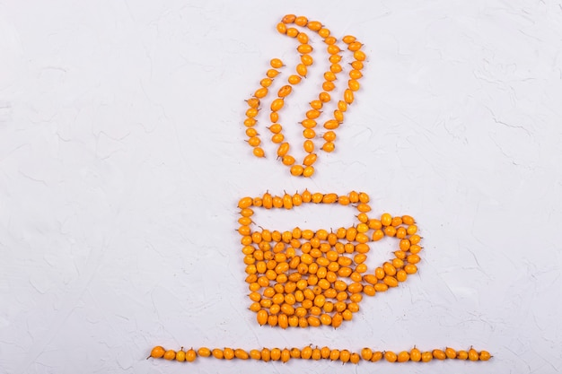 Disposizione creativa delle bacche dell'olivello spinoso