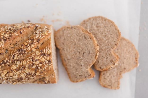 Disposizione del pane a taglio piatto