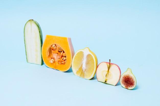 Disposizione del primo piano di frutta e verdura