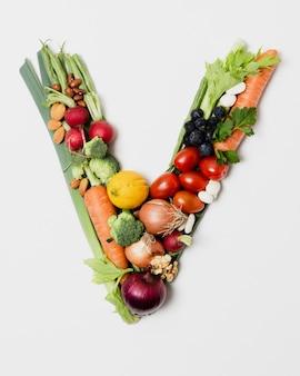 Disposizione delle verdure a forma di v.