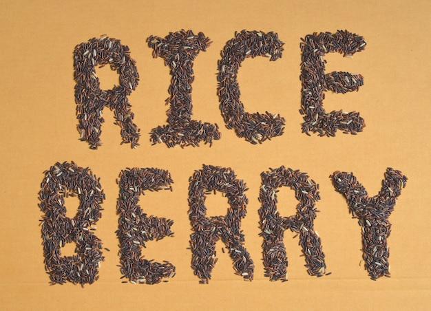 Disposizione di alfabeto tailandese del riso nero del gelsomino (bacca del riso)