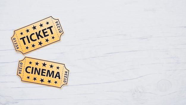 Disposizione di biglietti luminosi per il cinema