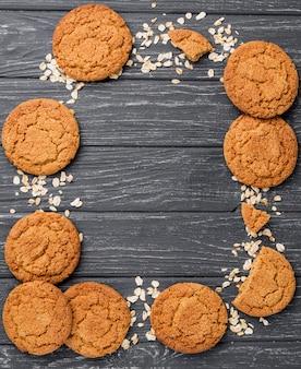 Disposizione di biscotti e cereali con spazio di copia