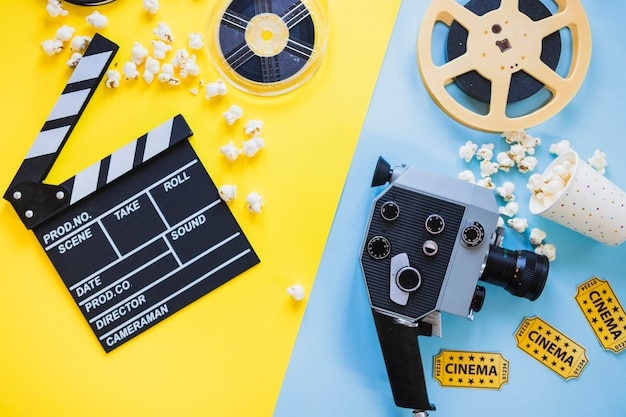 Disposizione di cinepresa e bobine cinematografiche