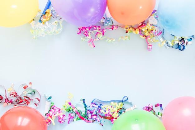 Disposizione di diversi palloncini con spazio di copia
