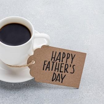 Disposizione di festa del papà con la tazza di caffè