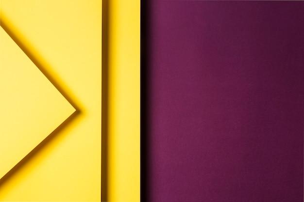 Disposizione di fogli di carta colorata