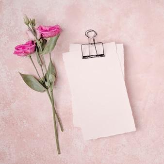 Disposizione di nozze adorabile piana distesa